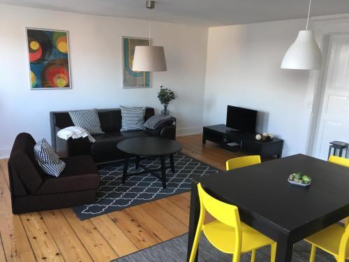 Apartment No. 9