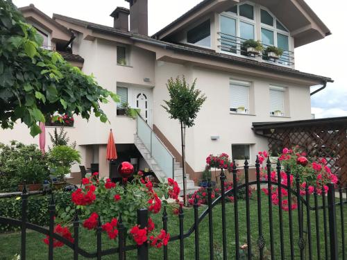 Apartma House of Roses