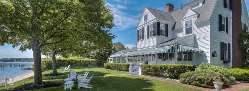. The Inn at Harbor Knoll