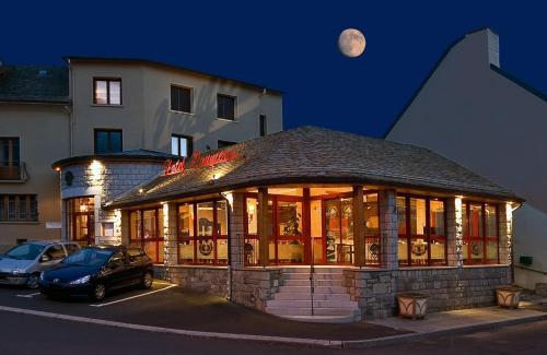 Hôtel Restaurant Prunières - Hôtel - Peyre-en-Aubrac