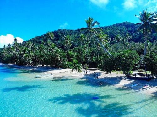 Waruka Bay Resort