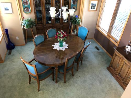 Cascade Court Bed and Breakfast - Banff, AB T1L 1A9