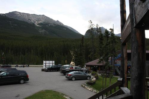 Sunwapta Falls Rocky Mountain Lodge - Jasper, AB T0E 1E0