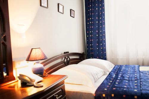 . Hotel Equator Lite