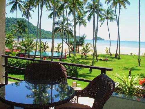 Beachfront Apartments at Siam Royal View Resort. Beachfront Apartments at Siam Royal View Resort.
