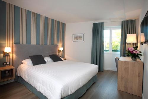 logis hotel de la nivelle h tel centre du village. Black Bedroom Furniture Sets. Home Design Ideas