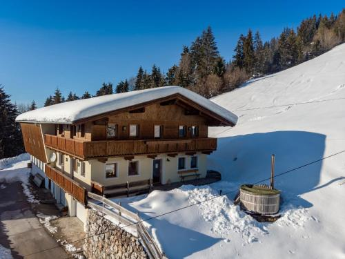 Gorgeous Chalet with Jacuzzi in Tyrol - Hopfgarten im Brixental