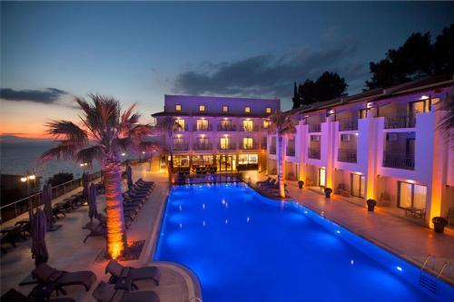 . Neopol Hotel Deluxe