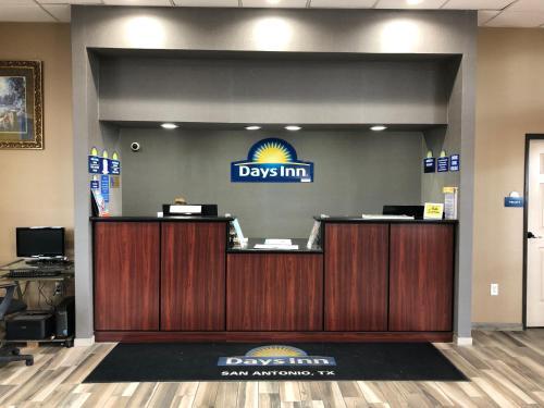 Days Inn by Wyndham N W  Medical Center Hotel San Antonio in TX