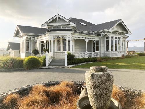 Matakana Villa With Sensational Sea Views - Accommodation - Matakana