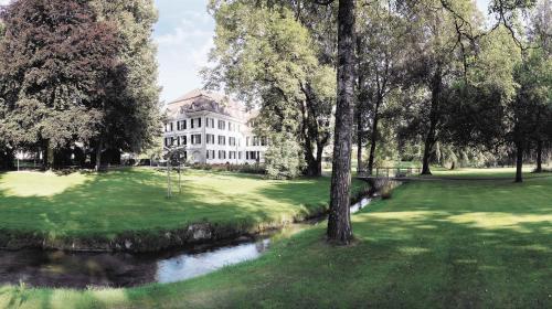 . Hotel Schloss Hünigen