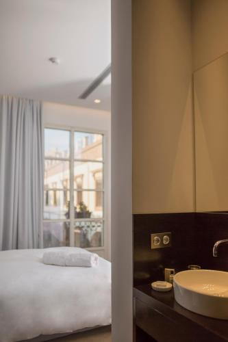 Double or Twin Room Aire Hotel & Ancient Baths 19