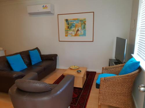 . Mt.Lawley Superb 2 BR location Comfort, style 4