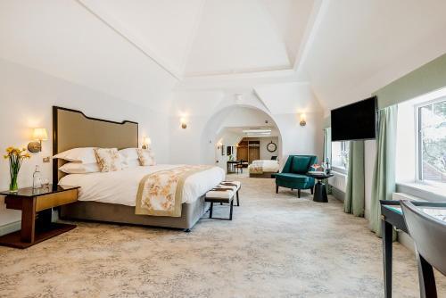. Burnside Hotel
