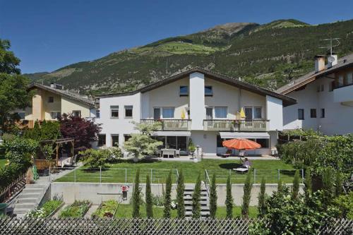 Garni Pension Claudia - Accommodation - Silandro