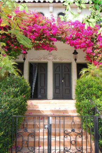 6087 Harold Way, Los Angeles, 90028, United States.