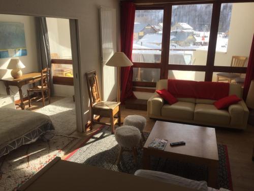 Chaleureux 3 pièces 50m² plein sud avec grande terrasse au pied des pistes à Isola 2000 Isola 2000