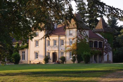 Domaine des Grands Cèdres - Accommodation - Cordelle