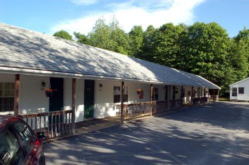 . Maple Leaf Motel