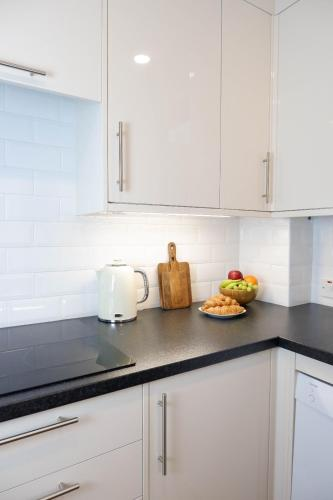 Picture of Luxurious And Spacious 2 Bed & 2 Bath Apartment In Westminster