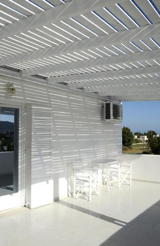 Apartamento de 2 niveles con vistas a la piscina (Split Level Apartment with Pool View)