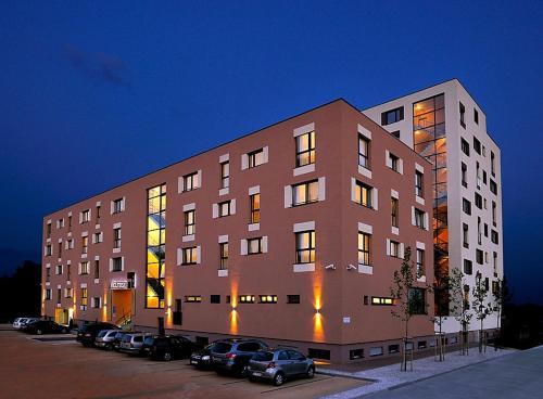 Melrose Apartments 2