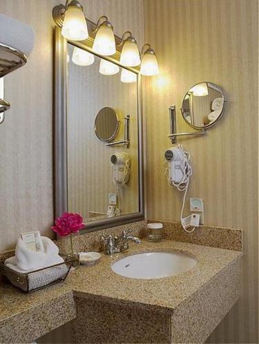 Red Lion Hotel Hartford - Hartford, CT 06103