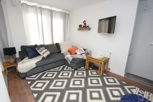 . Air Host and Stay - Apartment 3 Broadhurst Court sleeps 4 minutes from town centre