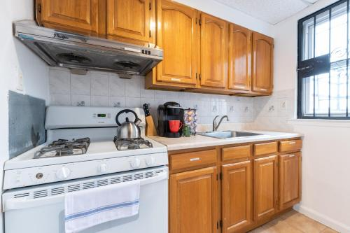 Cozy 3 Bedroom 15 Minutes From Nyc! - Jersey City, NJ 07302