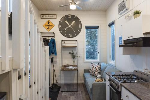 Tiny Homes by Snow Valley Lodging - Hotel - Fernie