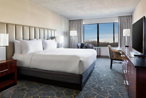DoubleTree By Hilton Fairfield Hotel & Suites Nj - Fairfield, NJ 07004