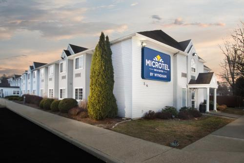 Microtel Inn & Suites By Wyndham Bethel/Danbury - Bethel, CT 06801