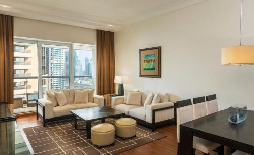 Grosvenor House Apartments picture 1 of 39