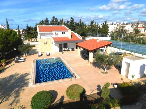 6 bdr villa with TENNIS COURT