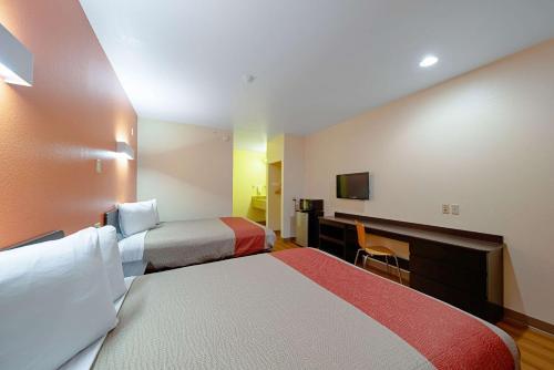 Motel 6 Rhome