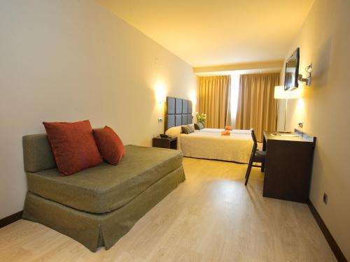 Habitación Triple Hotel Torre de Núñez 8