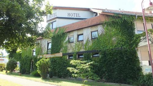 Hotel Filoxenia Am Deutschen Weintor