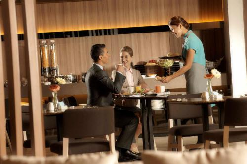Pan Pacific Serviced Suites Beach Road photo 4