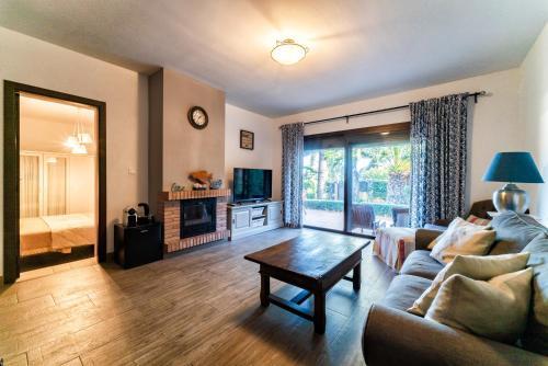 Habitación Familiar con terraza Hotel Boutique Al- Ana Marbella 36