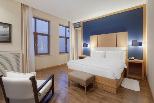 Superior Suite with One Double Bed and Mountain View