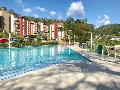 . Modern 3 Bedroom Condo In Gated West Hills