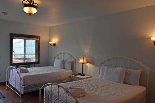 Yellowstone Park Apartment - Gardiner, MT 59047