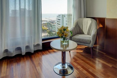 VIP Executive Arts Hotel - image 4