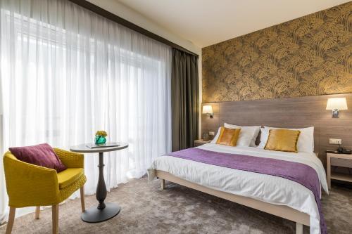. Hotel Mondo