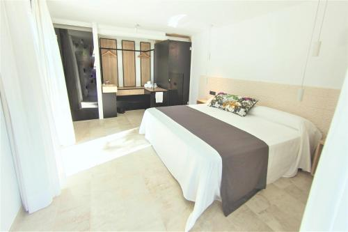 Superior Double or Twin Room with Terrace Botaniq Hotel Boutique 2
