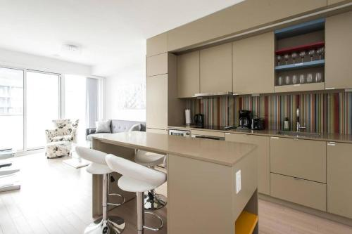 . Luxury 1Br Apartment across TIFF Bell Lightbox