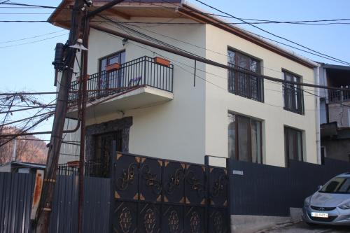 Guja's Guest House