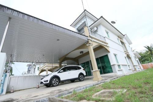 Rumah Tamu Lovina Arau - Photo 4 of 10