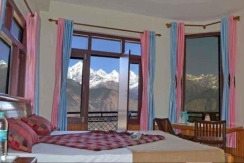 1 BR Guest house in Munsiyari, Pithoragarh (B236), by GuestHouser