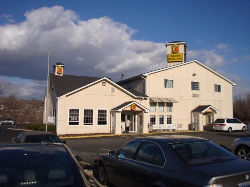 . Americas Comfort Stay Inn-Leavenworth